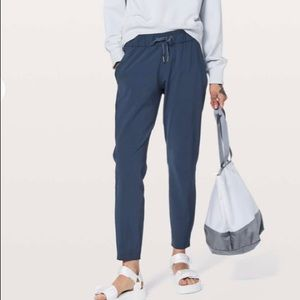 Lululemon On the Fly Woven True Navy Pants Size 6